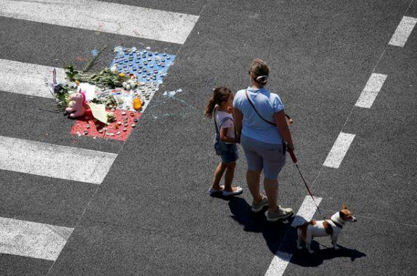 14 июля около 11 часов вечера после праздничного салюта в честь Дня взятия Бастилии в толпу зрителей на большой скорости врезался грузовик.