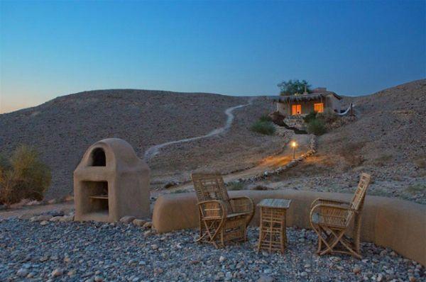 Четыре древних набатейских города — Халуца, Мамшит, Авдат и Шивта, вместе с окрестными крепостями и сельскохозяйственными ландшафтами в пустыне Негев, расположены вдоль дороги, по которой перевозили к Средиземному морю ладан и пряности.