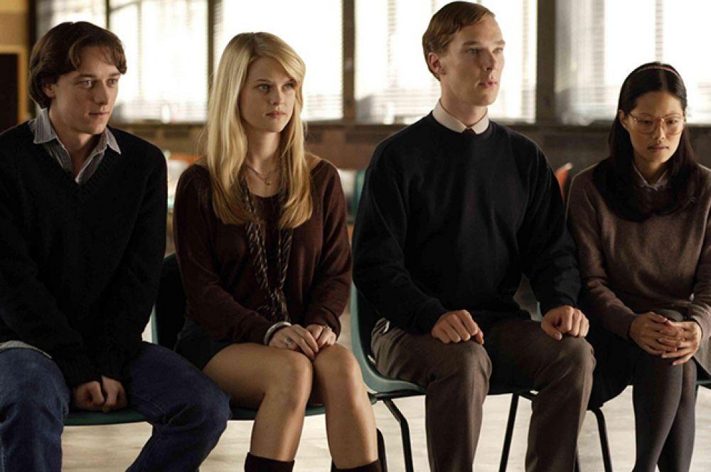В фильме «Попасть в десятку» (2006) о студенческой жизни Бенедикт Камбербэтч играет редкую для себя чисто комедийную роль.