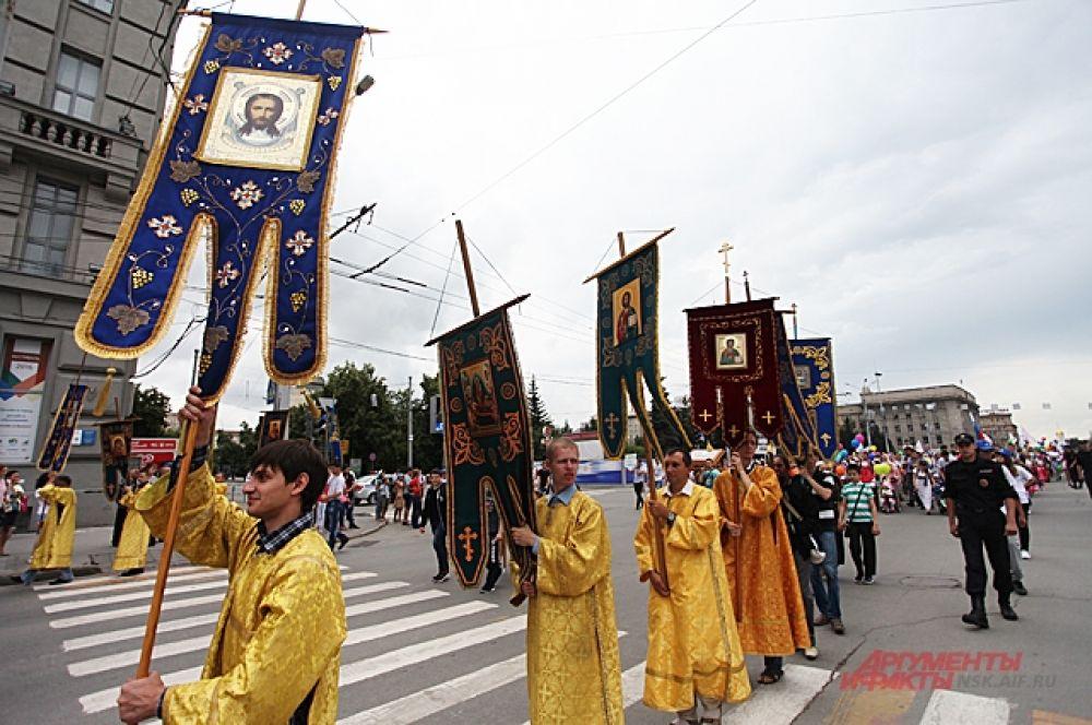 Движение в городе было перекрыто и участники хода могли спокойно прогулочным шагом идти до Вознесенского собора.