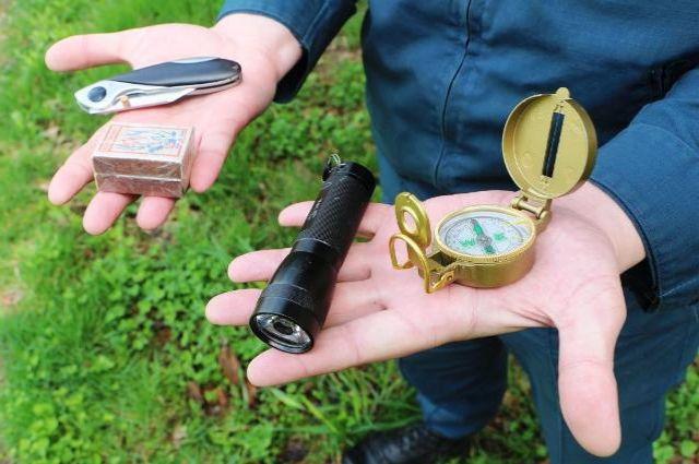 Компас - в списке самого необходимого во время похода в лес.
