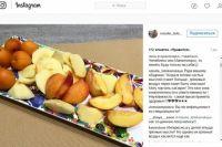 Супруга губернатора опубликовала фото тарелки с фруктами.