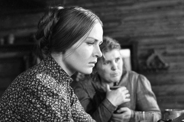 Людмила Чурсина в роли Виринеи и Валентина Владимирова в роли Аниськи во время съемок художественного фильма «Виринея», 1968 год.