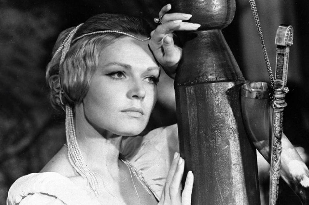 Актриса Людмила Чурсина в роли Зоси Ляховской в фильме «Приваловские миллионы», 1973 год.