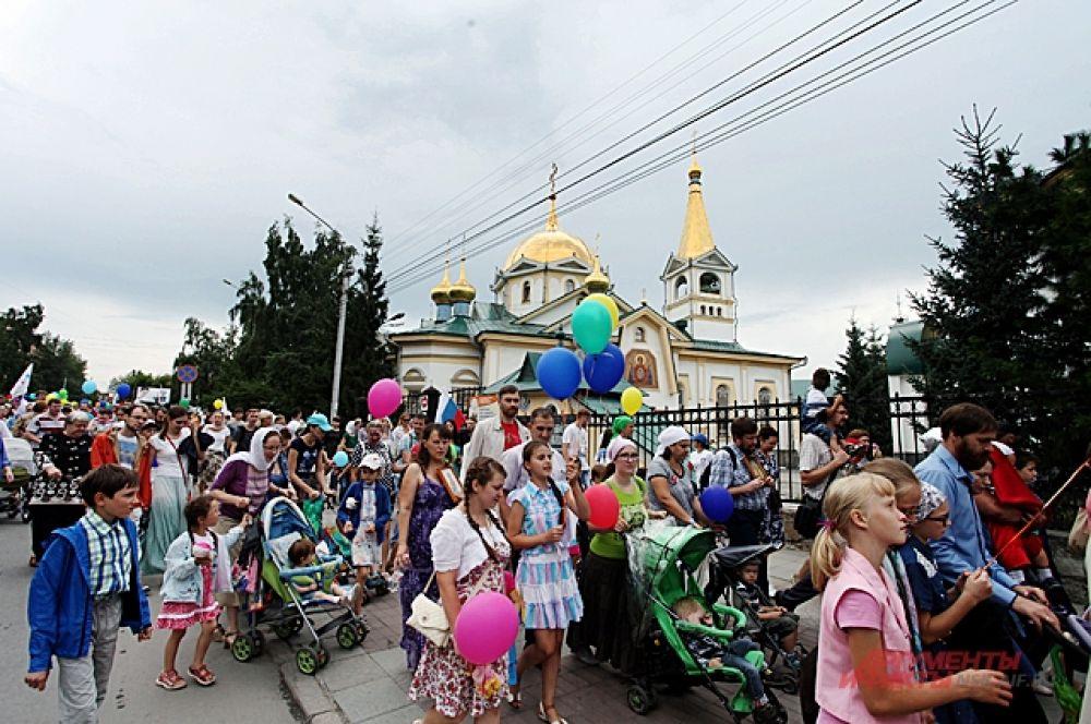 Закончился крестный ход возле Вознесенского собора. Но программа для его участников была подготовлена и дальше.