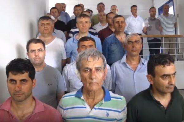 Турецкие СМИ опубликовали видео задержания военных генералов-инициаторов военного переворота в стране. Видно, что многие получили травмы во время задержания.