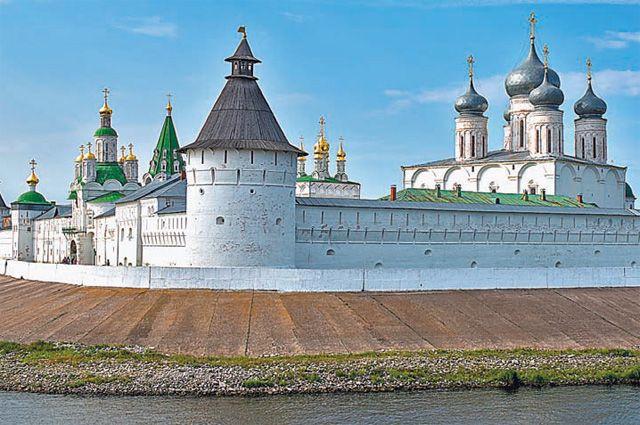 Стены Макарьевского монастыря помнят, как зарождалось всероссийское торжище.