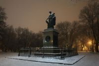Памятник Карамзину пока лидирует в опросе.