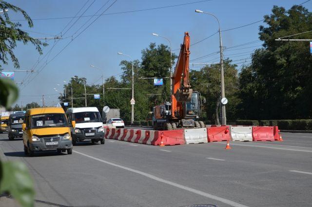 Движение ограничат из-за дорожных работ, ремонта теплотрассы.