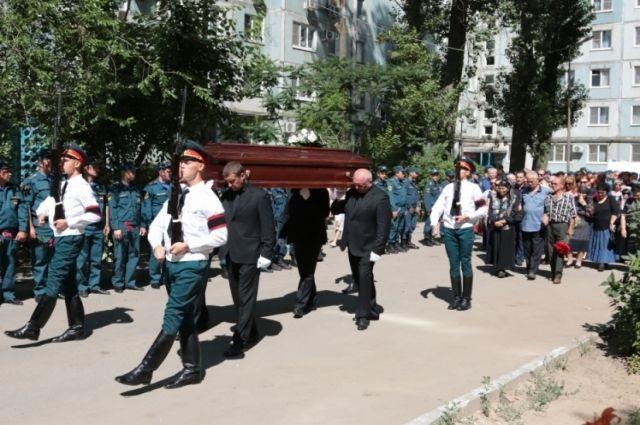 Экипаж разбившегося самолета Ил-76 наградили орденами мужества