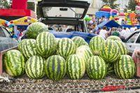 Сейчас на рынках продают арбузы с юга Астраханской области.