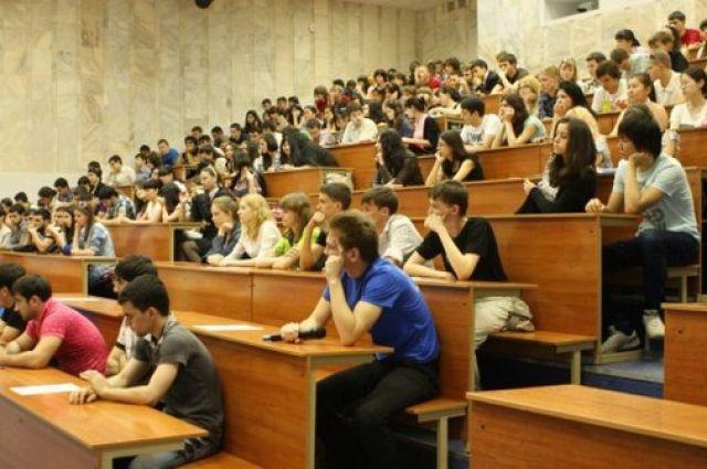 ВМинобразования назвали самые известные у выпускников университеты испециальности