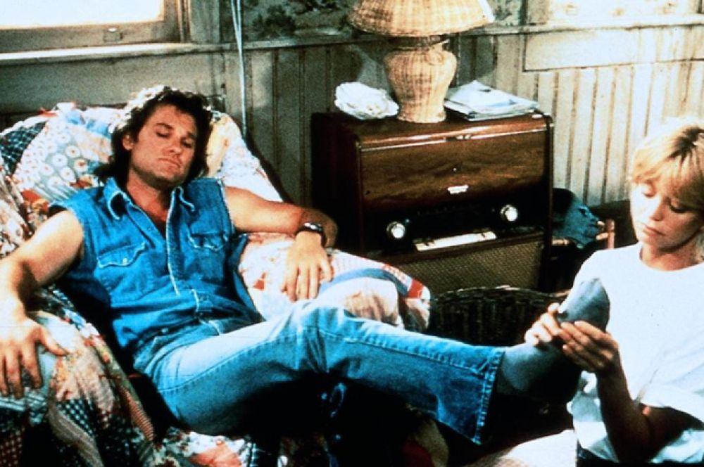 «За бортом» (1987). Мелодраматическая комедия с Голди Хоун и Куртом Расселом в главных ролях, рассказывающая о том, как потеря памяти ставит всё с ног на голову.