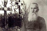 Единственный снимок Иеремии Ломницкого сохранился благодаря его публикации в одной из местных газет вскоре после его захоронения. Его могила (крест справа) в Симбирске в 1916 г.