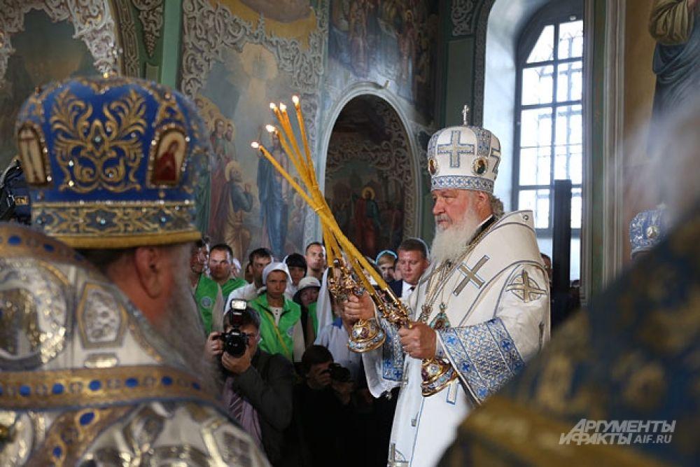 """""""Мир всем"""" -обращается Патриарх к верующим."""