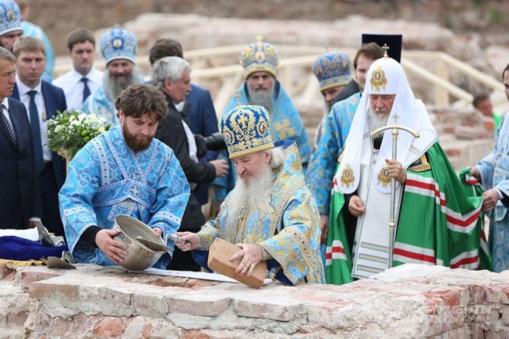 Закладка капсулы с посланием потомкам в основание Казанского собора.