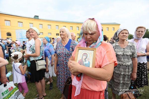 Тысячи верующих отмечают в Казани день явления иконы.