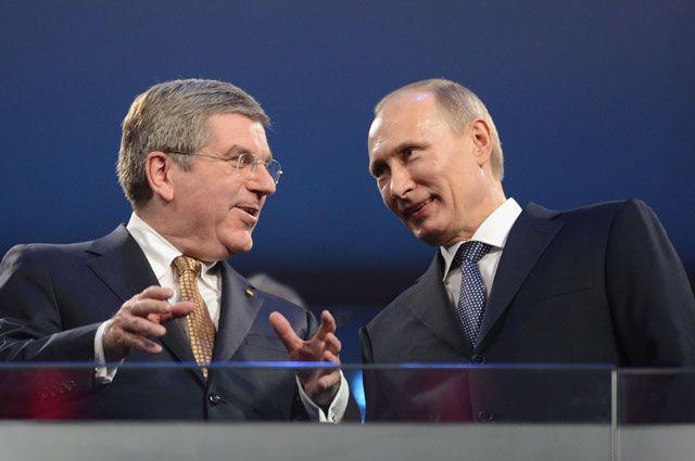 Президент России Владимир Путин и президент Международного Олимпийского комитета Томас Бах.