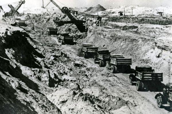 На строительстве трассы будущего канала.