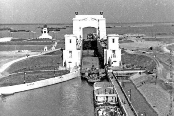 Шлюз №14 Волго-Донского судоходного канала. Вход в Цимлянское море со стороны Дона.