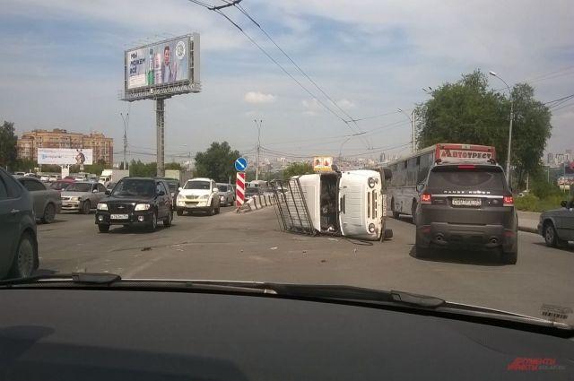 Въезд на мост почти заблокирован.
