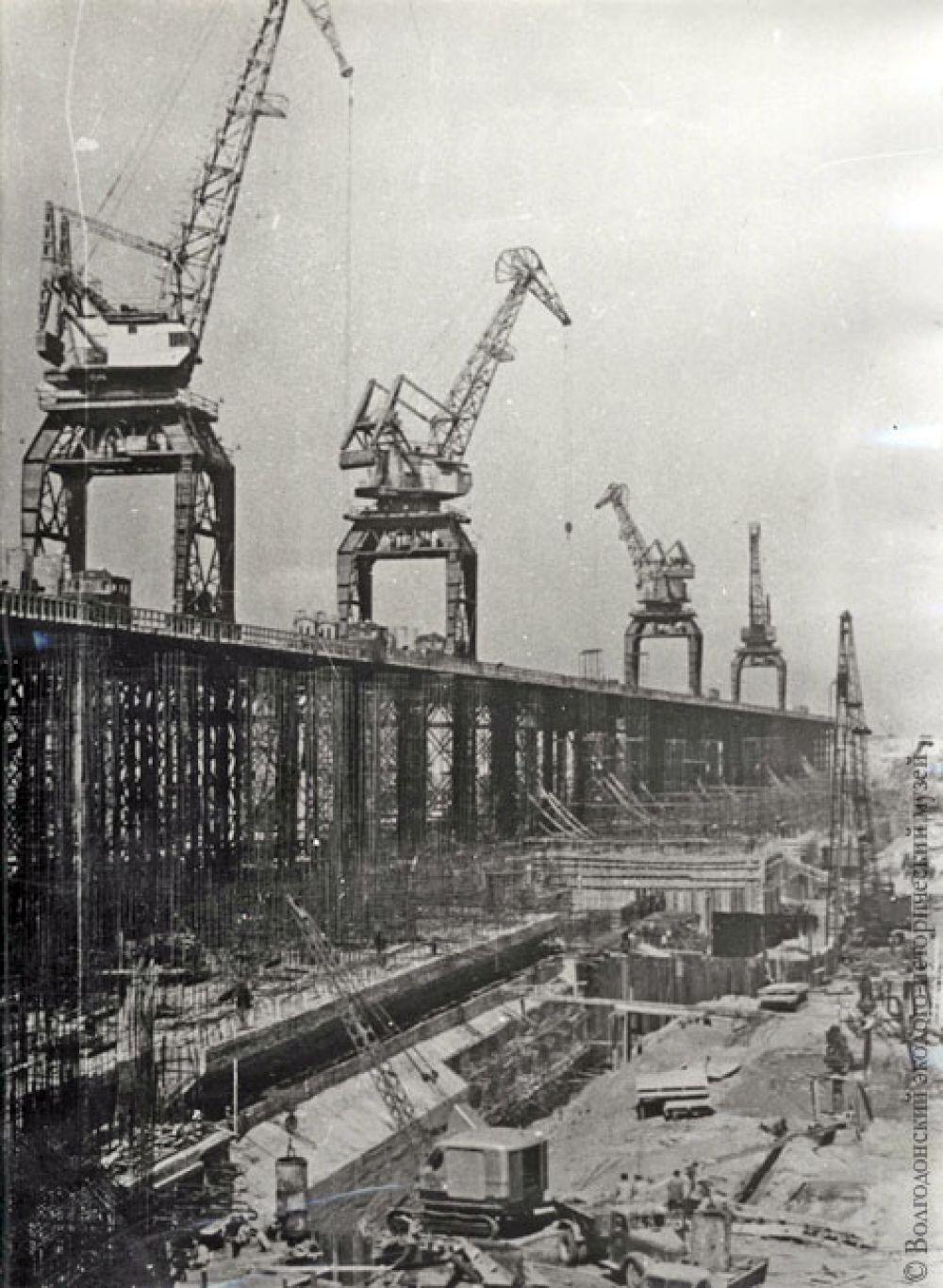 Строительство бетонной плотины Цимлянского гидроузла.