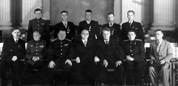 Двенадцать Героев Социалистического труда, получивших звание по итогам работы на строительстве Волго-Донского канала.