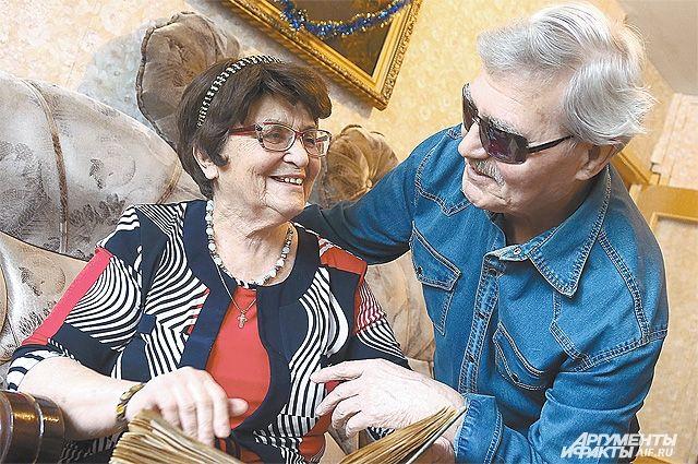 Три книги Виктор Михайлович посвятил любимой женщине.
