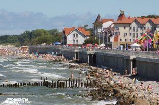 В Зеленоградске огородили часть пляжа ради установки берегозащитных бунов.