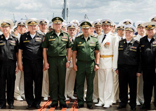 Глава военного ведомства пожелал морякам  здоровья, оптимизма, выдержки и, как принято у моряков, – семь футов под килем.