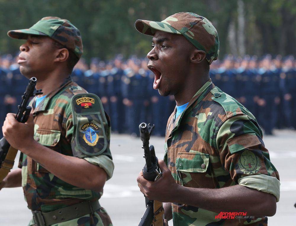 Показательное выступление курсантов из Анголы