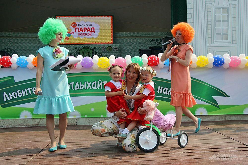 Композиция «Свинарки и пастух» в номинации «необычный костюм» и «мой велосипед».