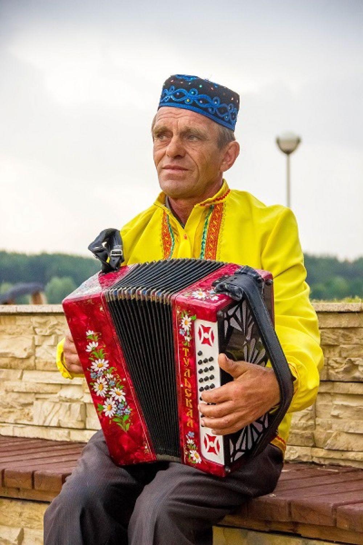 Татарский гармонист.