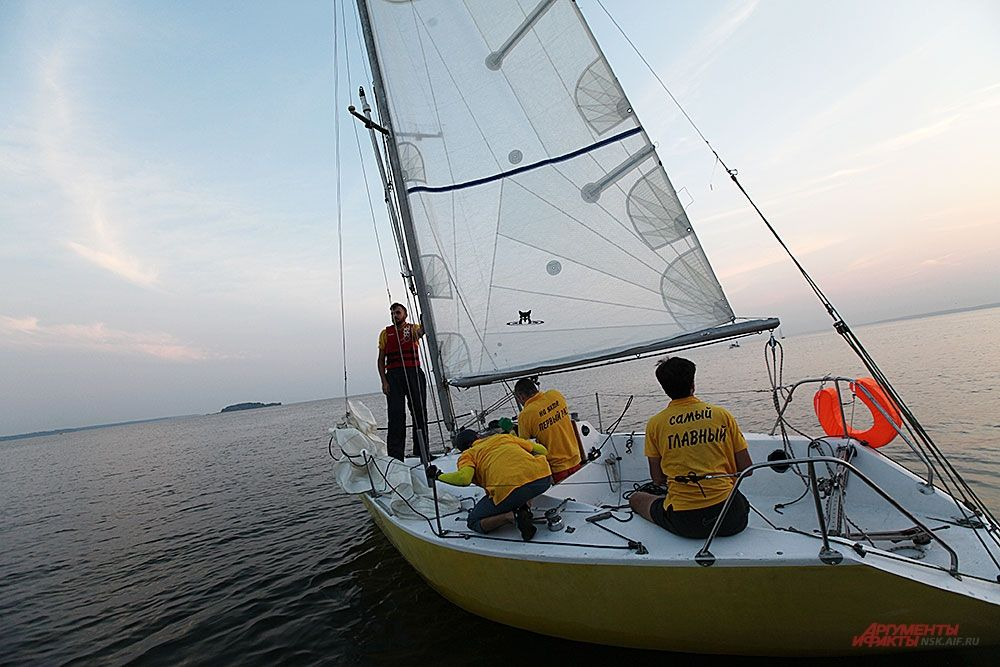 Участники один за другим выходили в Обское море.