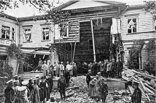 Вид на фасад дачи Столыпина после взрыва.