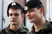 А эти братья-близнецы проходят службу в составе ОМОН Ростова-на-Дону.