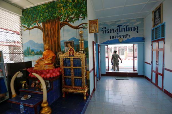 Буддийские изображения внутри тюрьмы строгого режима Клонг Прем.
