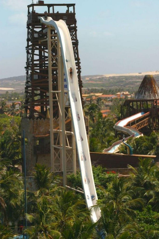 Isano - горка, которая числится в Книге рекордов Гиннеса. Находится она в Бразилии и высота этого гиганта - 40 метров