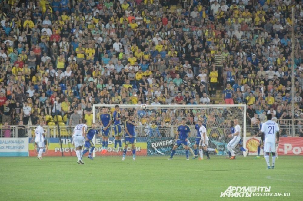 Уже в самом дебюте хозяева пропустили гол в свои ворота.