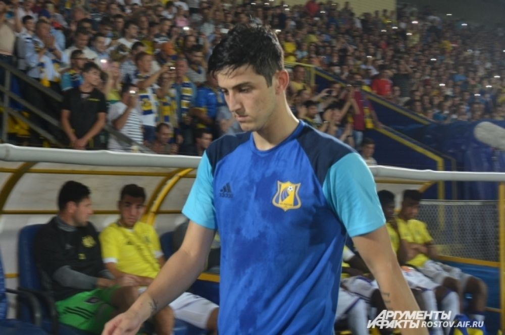 Любимец донских болельщиков иранский легионер Сердар Азмун вышел на замену во втором тайме.