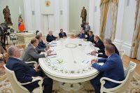 Президент РФ Владимир Путин во время встречи в Кремле с руководителями фракций Государственной Думы РФ. 14 июля 2016 г.