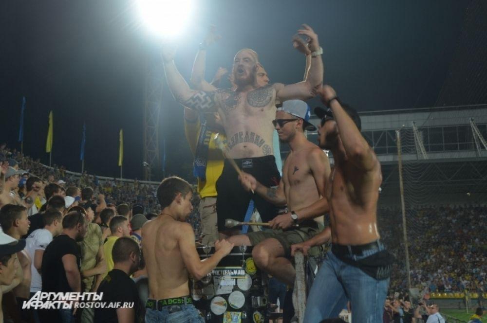 Фанаты отчаянно поддерживали свою команду из Ростова-на-Дону.