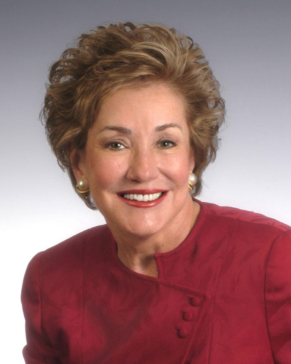 Во время президентских выборов 2000 года Элизабет Доул выдвигала свою кандидатуру от Республиканской партии вслед за Джорджем Бушем, но сняла свою кандидатуру по причине нехватки средств на предвыборную кампанию.