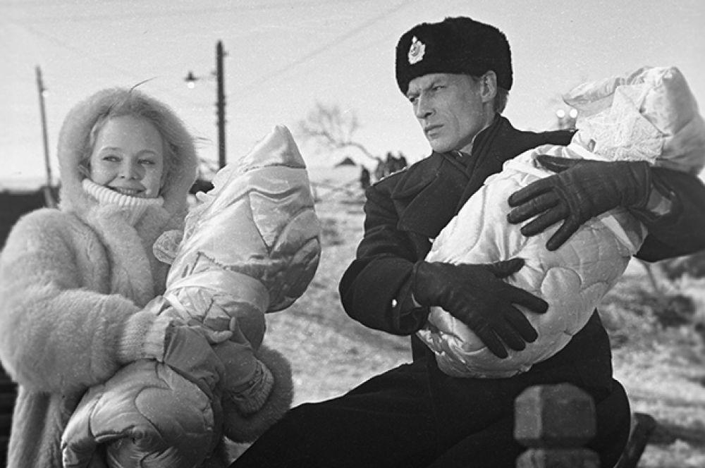 Наталья Белохвостикова в роли Ани и Николай Олялин в роли Платонова на съемках кинофильма «Океан» (1973) режиссёра Юрия Вышинского.