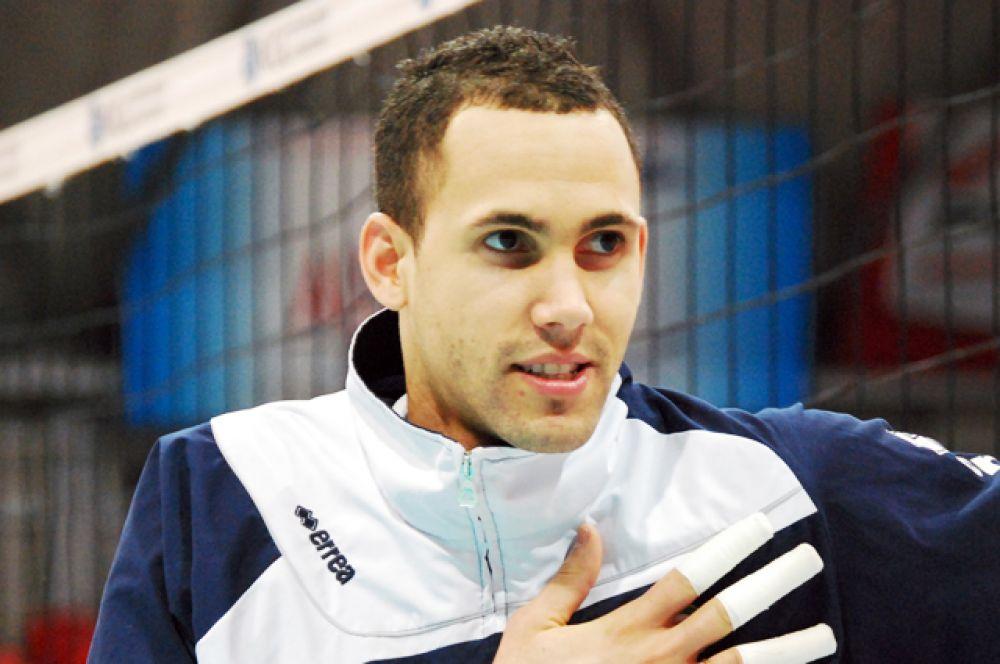 Османи Хуанторена Портуондо — кубинский волейболист. В ноябре 2006 года Хуанторена прибыл со сборной Кубы на чемпионат мира, но не провёл в Японии ни одного матча. Причиной этому явился положительный результат допинг-пробы, взятой в Колумбии во время одного из международных турниров. Спортсмен был дисквалифицирован на 2 года.