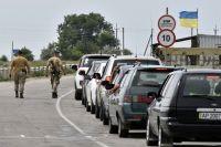 Автомобили на пункте пропуска «Джанкой» на границе России и Украины.
