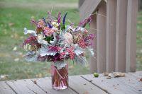 Цветы - отличное украшение для праздничного вечера.