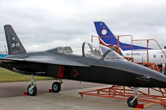 Самолет СР-10 на аерокосмической выставке в 2009 году.