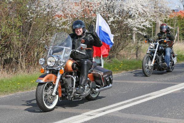 Николай Цуканов ежегодно возглавлял колонну байкеров, отправлявшихся накануне 9 Мая на возложение венков в польский город Бранево, где расположен один из крупнейших в Европе мемориалов.