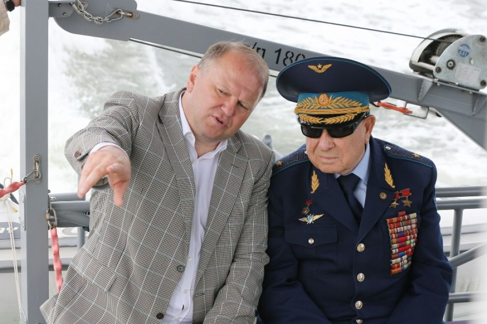 Николай Цуканов и космонавт Алексей Леонов. 2015 год.
